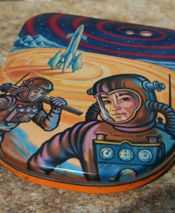 sharps-toffee-tin-astronaut-in-space-2